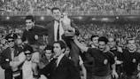 Le sélectionneur espagnol Jopsé Villalonga porté en triomphe