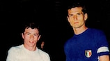 El yugoslavo Ilija Petković y el italiano Giacinto Facchetti antes de la final de la UEFA EURO 1968