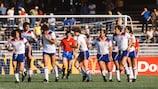 Inglaterra celebra uno de los goles marcados ante España en Nápoles