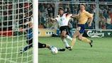 Karl-Heinz Riedle trifft gegen Schweden