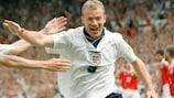 Alan Shearer segna il primo gol dell'Inghilterra contro la Svizzera a EURO '96