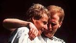 Юрген Клинсманн (слева) и Маттиас Заммер празднуют гол в ворота России