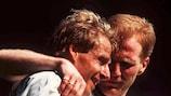 Jürgen Klinsmann y Matthias Sammer celebran un gol