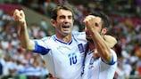 Giorgos Karagounis festeja o golo da vitória sobre a Rùssia