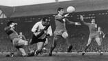 Mario Corso, en el centro, en las semifinales de la Copa de Europa de 1965 ante el Liverpool