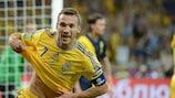 Andriy Shevchenko esulta dopo il secondo gol