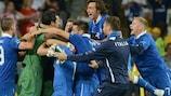 Os jogadores da Itália festejam o apuramento para as meias-finais