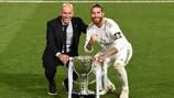 Zidane y Sergio Ramos con el título de Liga ganado esta temporada