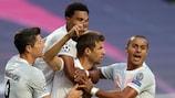 Thomas Mueller festeja com os companheiros mais um golo do Bayern