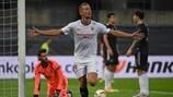 La gioia di De Jong: con un suo gol, il Siviglia ha battuto 2-1 il Manchester United ed è volato in finale
