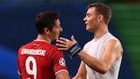 Robert Lewandowski und Manuel Neuer freuen sich über den Einzug ins Finale