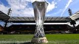 El trofeo de la UEFA Europa League espera campeón este viernes