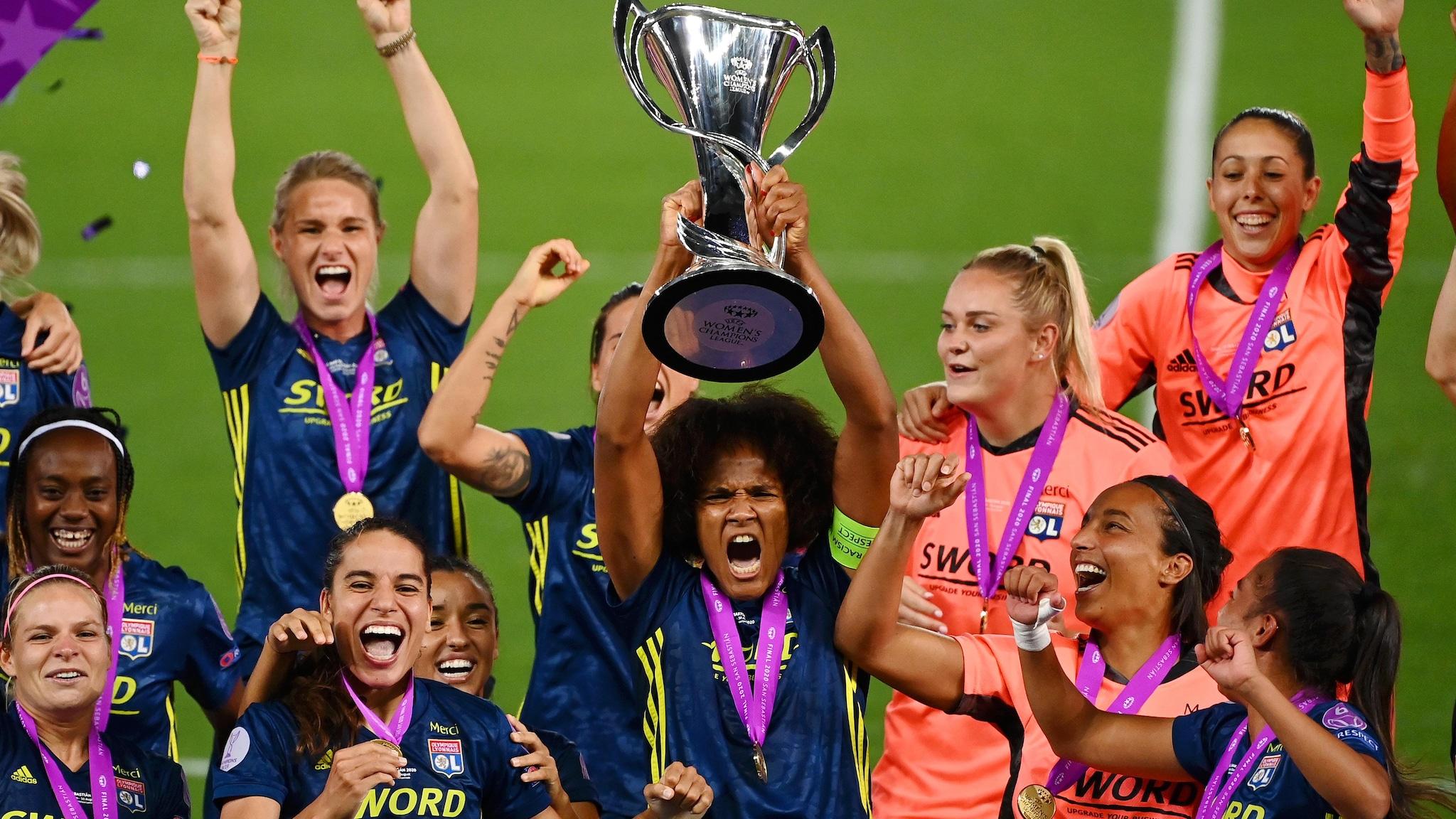 Arsenal women cruise into Champions League quarters