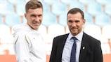 Der Ukrainer Serhiy Sydorchuk und sein Trainer Andriy Shevchenko