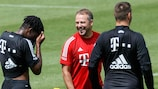 Hansi Flick oversees Bayern training