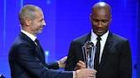 Didier Drogba recebe o Prémio Presidente da UEFA