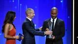 Didier Drogba riceve il Premio del Presidente UEFA