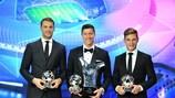Manuel Neuer, Robert Lewandowski et Joshua Kimmich, du Bayern, avec leurs distinctions 2020.