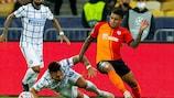 Lautaro Martinez dell'Inter e Dodo dello Shakhtar Donetsk si contendono il pallone durante la sfida di UEFA Champions League