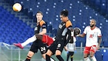 Ali Sowe, attaccante del CSKA Sofia, contende il pallone a Marash Kumbulla e Chris Smalling della Roma durante la sfida di UEFA Europa League all'Olimpico
