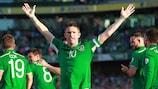 Robbie Keane celebra un gol para Irlanda