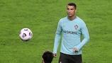 Cristiano Ronaldo durante um treino da selecção portuguesa