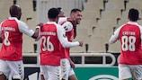 Os jogadores do Braga festejam um dos golos da vitória por 4-2 no terreno do AEK Atenas que valeu o apuramento para os 16 avos-de-final da UEFA Europa League