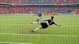 Totti and Toldo's EURO 2000 Italy penalty heroics