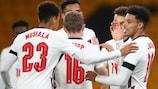 Englands James Justin jubelt über sein Tor gegen Albanien in der Qualifikation