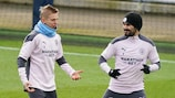 Oleksandr Zinchenko and İlkay Gündoğan chat in Manchester City training on Monday