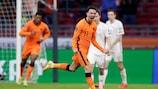 Steven Berghuis fête son superbe but pour les Pays-Bas face à la Lettonie