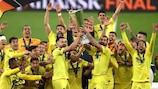Il Villareal alza al cielo il trofeo a Danzica