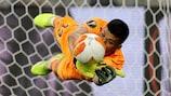 Villarreals Gerónimo Rulli hält den 22. Elfmeter im Finale