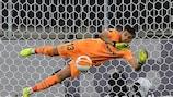 Gerónimo Rulli pariert den Schuss von David De Gea im Europa-League-Endspiel 2021