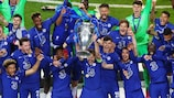 El Chelsea celebra el título en Oporto