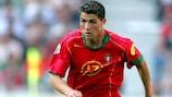 Cristiano Ronaldo em acção por Portugal frente à Grécia em 2004