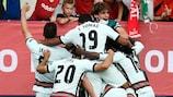 Португальцы радуются победному автоголу Хорхе Куэнки