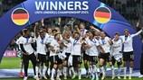 Сборная Германии с трофеем