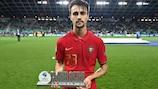 Fábio Vieira receives his award