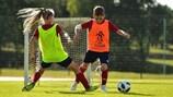 अधिक बच्चों को सुरक्षित वातावरण में फुटबॉल खेलने की अनुमति देने के लिए स्कूलों में फुटबॉल में € 11 मिलियन का निवेश किया जाएगा