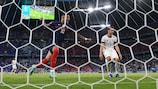 France edge out Germany