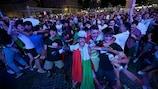 I tifosi della Roma festeggiano la vittoria dell'Italia sulla Spagna