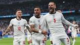 Люк Шоу (справа) празднует быстрый гол в финале ЕВРО-2020