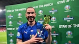 Leonardo Bonucci mit seiner Auszeichnung nach dem Finale