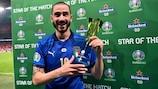 Leonardo Bonucci avec son trophée de la Star du match lors de la finale face à l'Angleterre