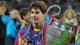 Lionel Messi festeja com o troféu da UEFA Champions League após a final de 2011