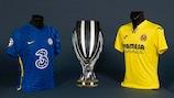 Die Trophäe für den Gewinner des UEFA-Superpokals und die Trikots der beiden Mannschaften