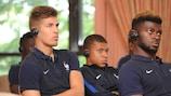 भविष्य के पेरिस सेंट-जर्मेन और फ्रांसीसी स्टार कियान म्बाप्पे सहित युवा फ्रांसीसी खिलाड़ी, यूईएफए डोपिंग रोधी शिक्षा प्रस्तुतियों को सुनते हैं
