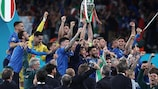 LONDON, ENGLAND - JULY 11: Giorgio Chiellini, captain of Italy lifts the trophy following his team's victory in the UEFA EURO 2020 final between Italy and England.  (Photo by Ryan Pierse - UEFA/UEFA via Getty Images)