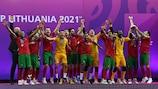 La Erick fête la victoire du Portugal sur l'Espagne